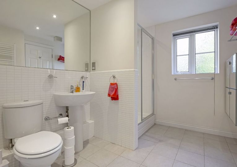 5 Beechwood 8a Clifton Road
