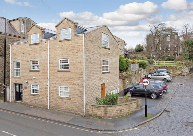Flat 3 Well Hill Court 58 Westgate