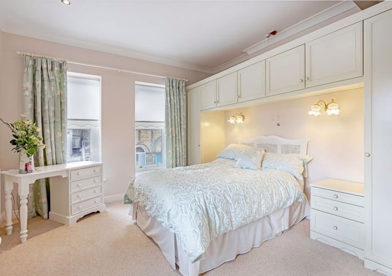 5 Listers Court Cunliffe Road