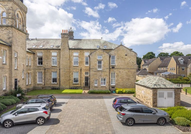 2 Bedale 1 Norwood Drive