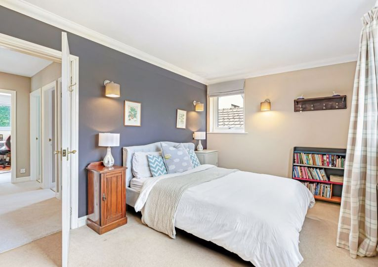 3 The Pines Clifton Road